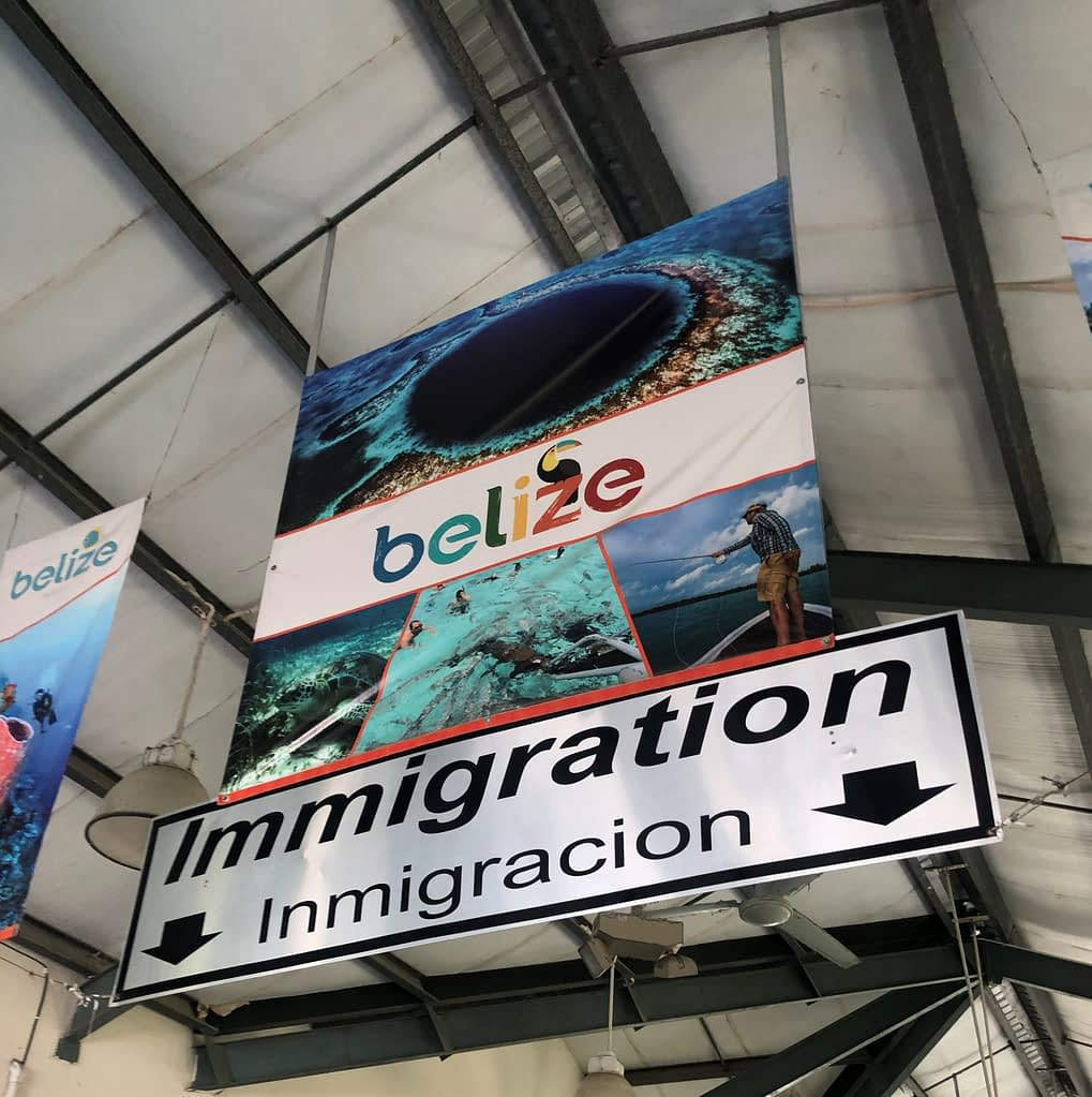 How to safely cross the border from Mexico to Belize